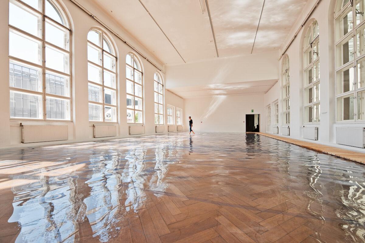 Stefan Banz: Dive 2 – Sanftmut und Jähzorn, 1996 / 2011, Courtesy OÖ Kulturquartier, Höhenrausch 2.0