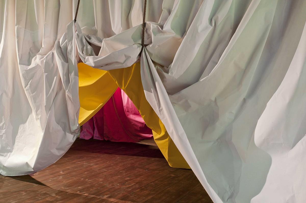 Ulla von Brandenburg, Kulissen, Lyon Biennale 2011