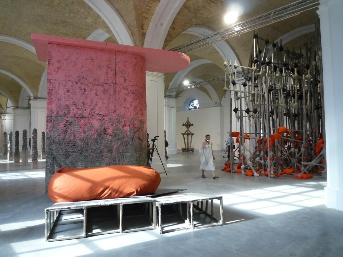 Phyllida Barlow, Untitled: hoardings, Kiew Biennale 2012 // SBV