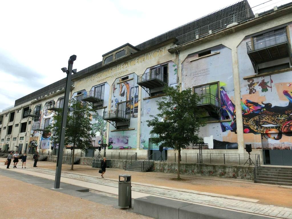 La Sucriere mit der Wandmalerei von Paulo Nimer Pjota