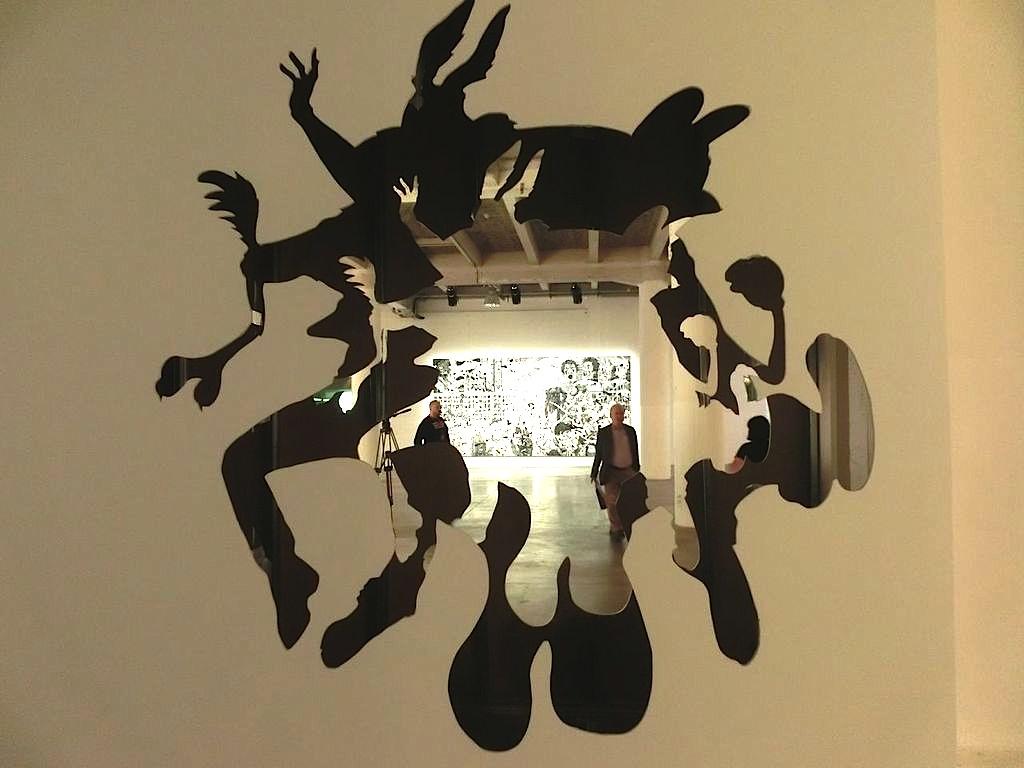 Dan Cohen, Wanddurchblicke 12. Lyon Biennale