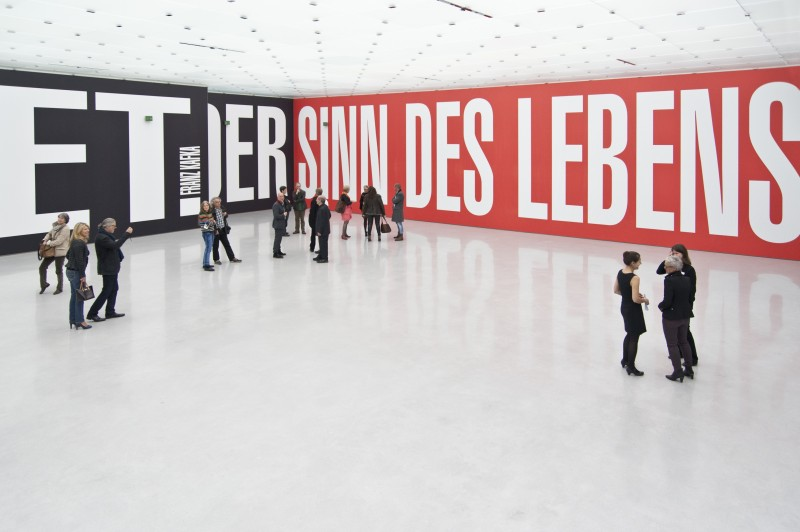 Barbara Kruger, Untitled (Reminder), 2013, UV-Druck auf PVC-Gewebe, Wände 78 x 5 m, Foto ©: Christian Hinz, © Kunsthaus Bregenz