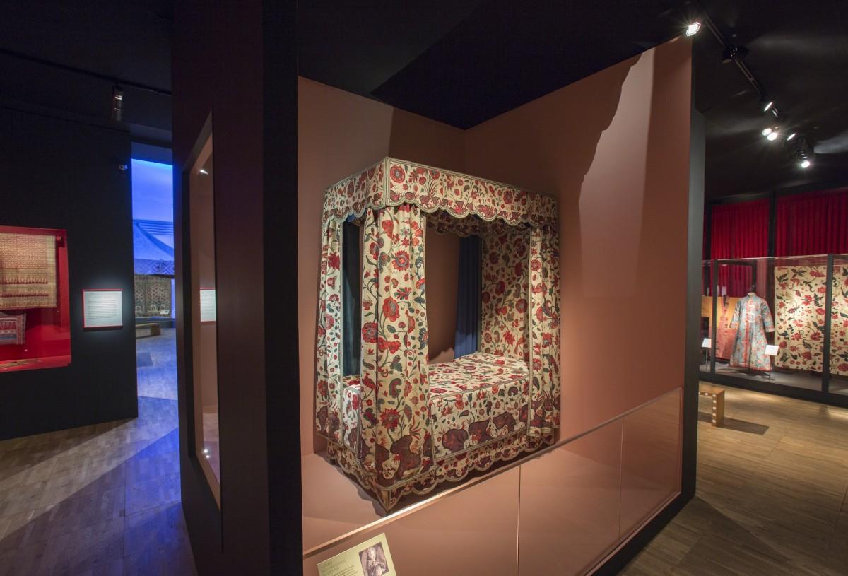 Bett v. Prinz Eugen, Leihgabe des MAK, Wien, ausgestellt im V&A Museum, London