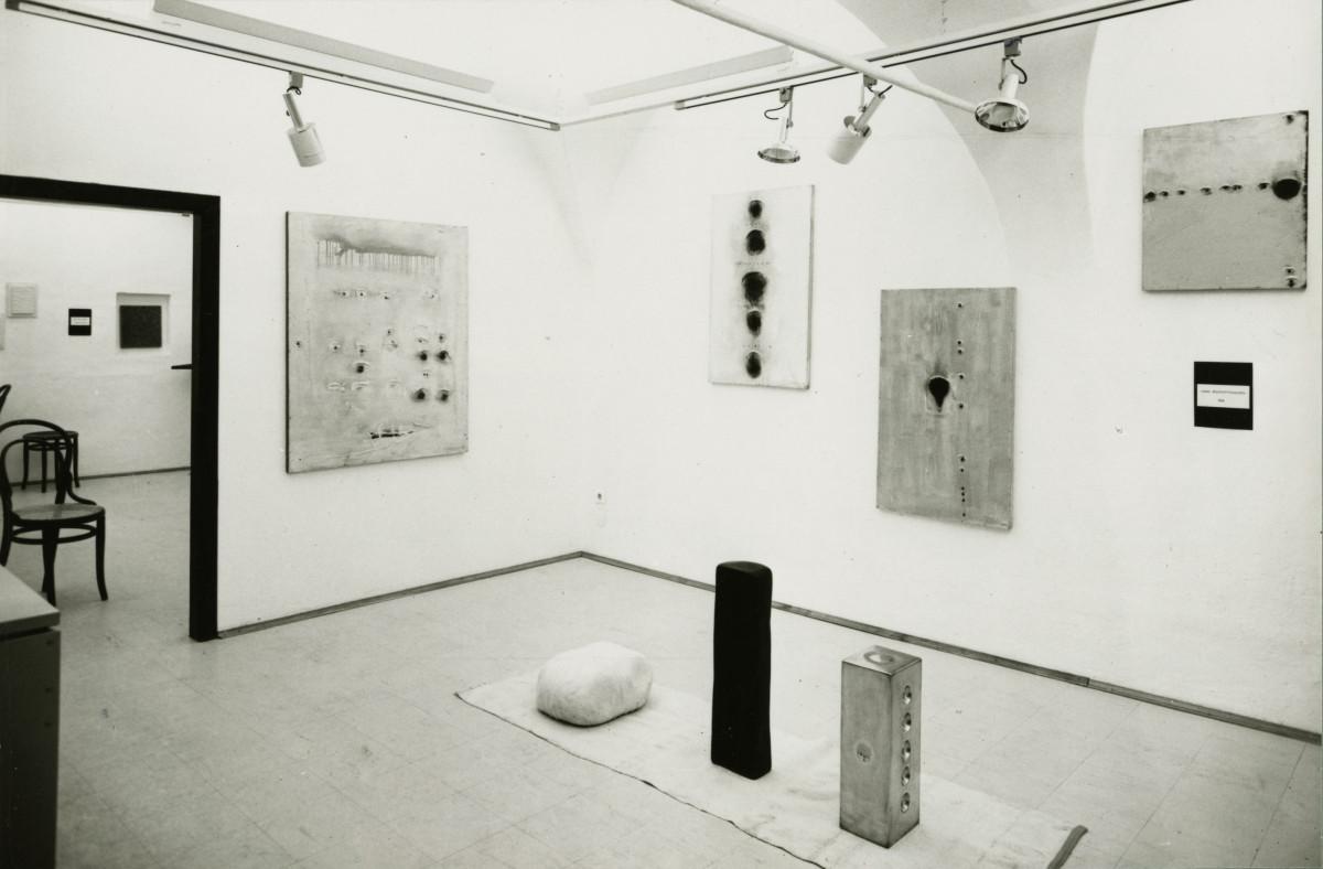 Bernard Aubertin, Hans Bischoffshausen, Henk Peeters, Jan Schoonhoven, Ausstellungsansicht, 1967