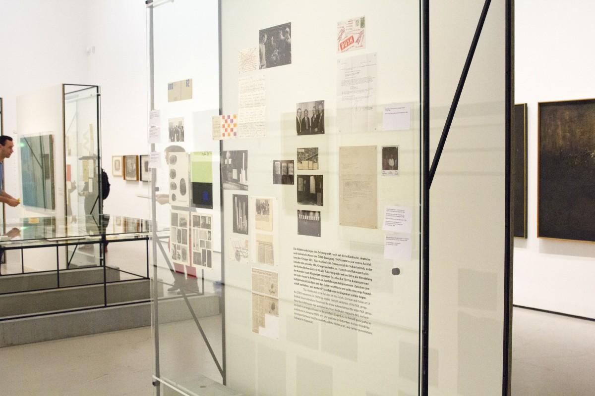 """Ausstellungsansicht """"Hans Bischoffshausen - Mehr als ZERO"""" Ausstellungsdisplay: Nicole Six, Paul Petritsch"""