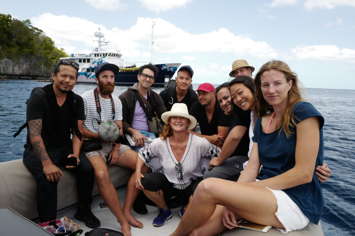 Expedition leader Cesar Garcia and the participants of the second expediton to Papua New Guinea, October 2015. Copyright TBA21. From left to right: Participant Tuan Andrew Nguyen ( The Propeller Group), TBA21 documentary film team : Barney Broomfield, Participant Matt Lucero ( The Propeller Group), Participant Phunam ( The Propeller Group), Participant Christopher Myers, TBA21 The Current Director Markus Reymann, Expedition Leader Cesar Garcia, Participant Jamie Shi, TBA21 documentary film team: Lauren Matic. Papua New Guinea, October 2015. Copyright TBA21