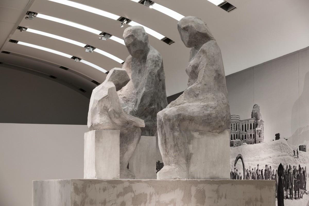 Ausstellungsansicht Politischer Populismus mit Goshka Macuga,Model for a Sculpture (Family)