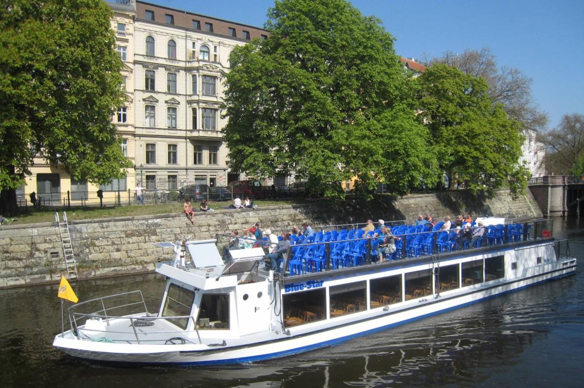 Fahrgastschiff Blue Star