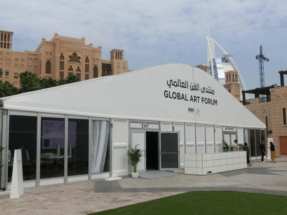 Zelt des Vortragsprogramms Global Forum, Art Dubai 2016 // SBV
