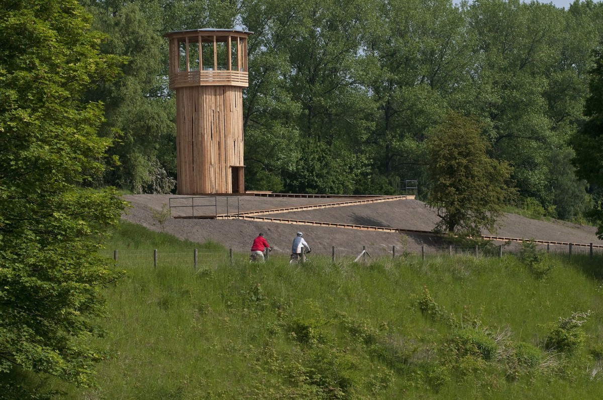 Tadashi Kawamata, Walkway and Tower, 2010, Castrop Rauxel. Foto Thorsten Arendt, Emscherkunst