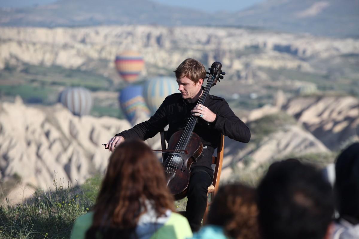 Adam Hurst, Gündogumu Konseri