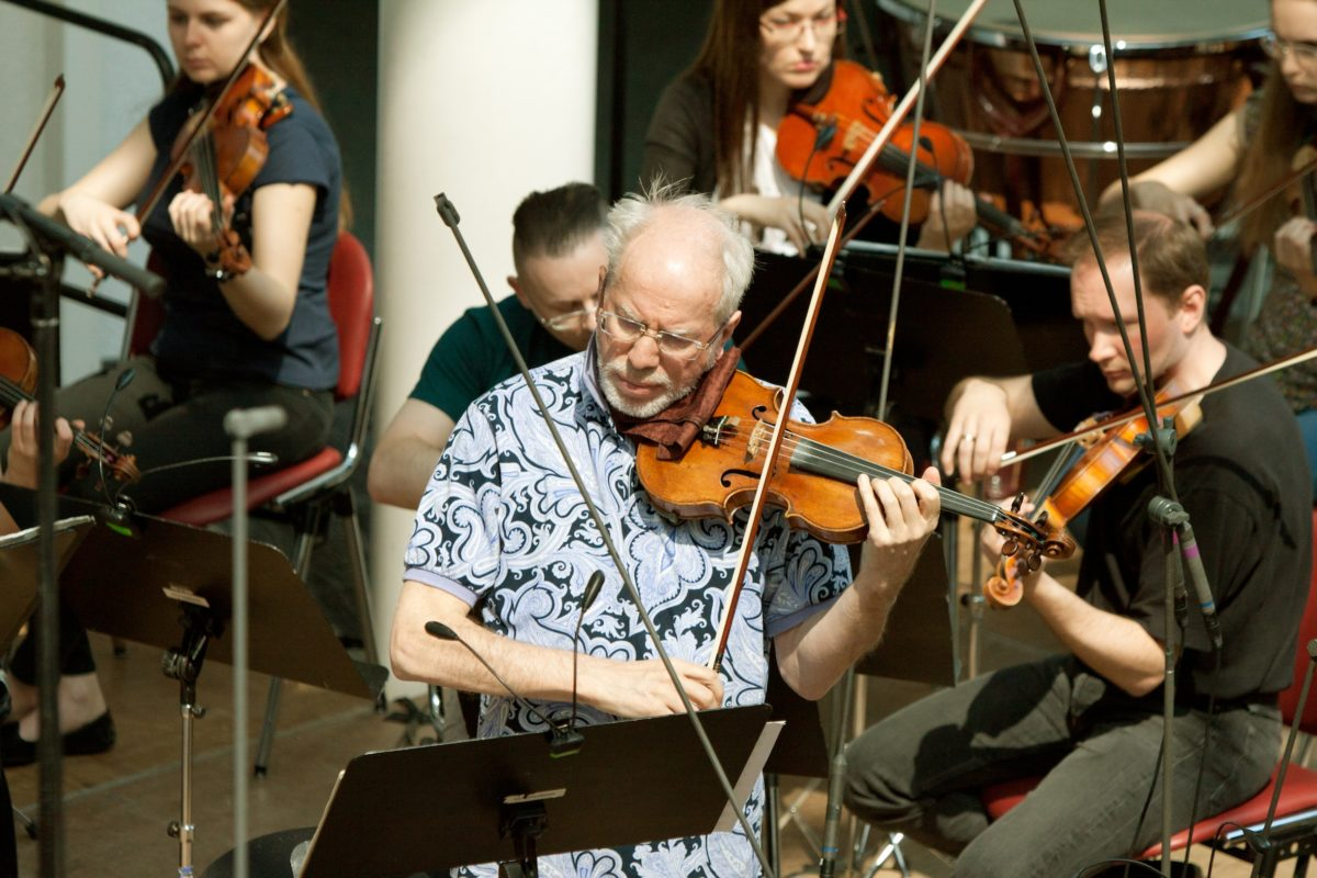 Gidon Kremer with the Kremerata Baltica, 2016. Courtesy of Sankei Shimbun/Japan Art Association