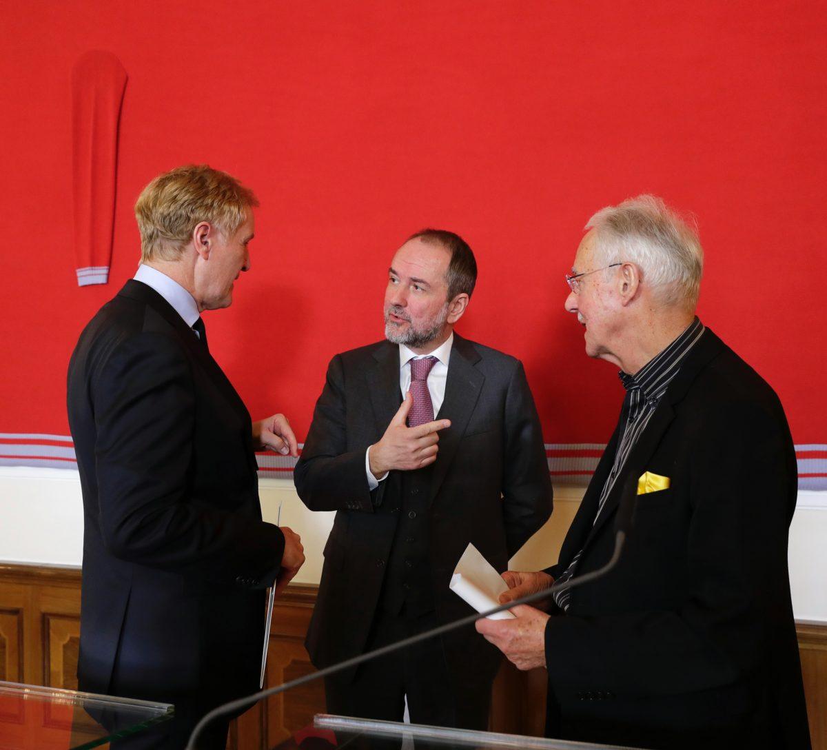 Thomas Drozda (m.), Klaus Albrecht Schröder (l.) und Karlheinz Essl (r.). Foto Andy Wenzel