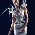 Anouk Wipprecht, Spider Dress 2.0, 2015; Roboterkleid, 3-D-Druck mit Intel Edison Microcontrollern © Anouk ipprecht/Foto: Jason Perry