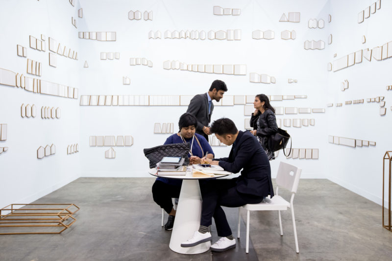 Astha Butail am Stand der Galerie GALLERYSKE auf der Art Basel in Hongkong 2017. (c) Art Basel.