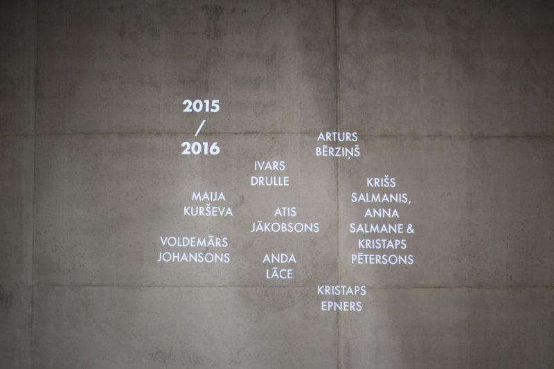 Namen der Kandidaten auf der Wand im Museum