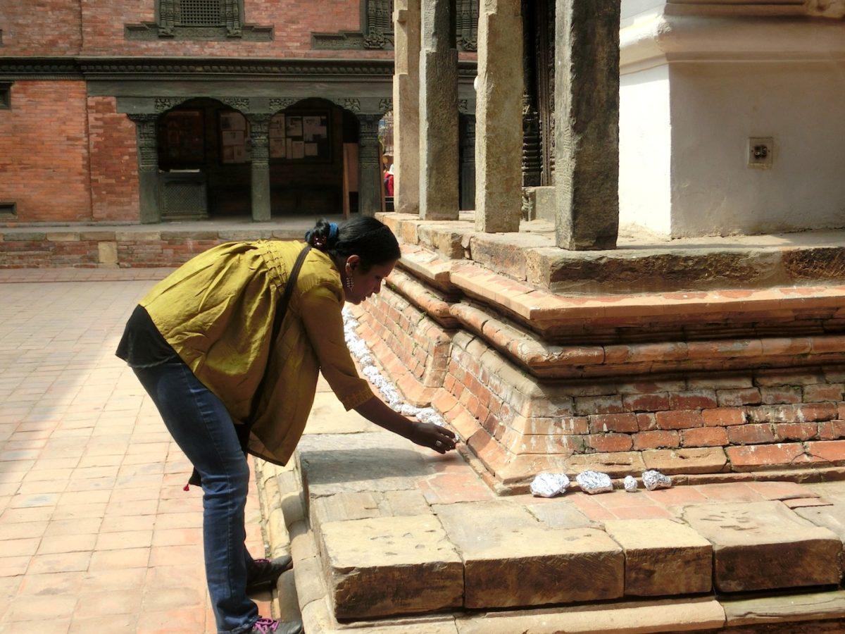 Mithu Sen, I Replace You, 2017. Steine, Alufolie. Foto SBV