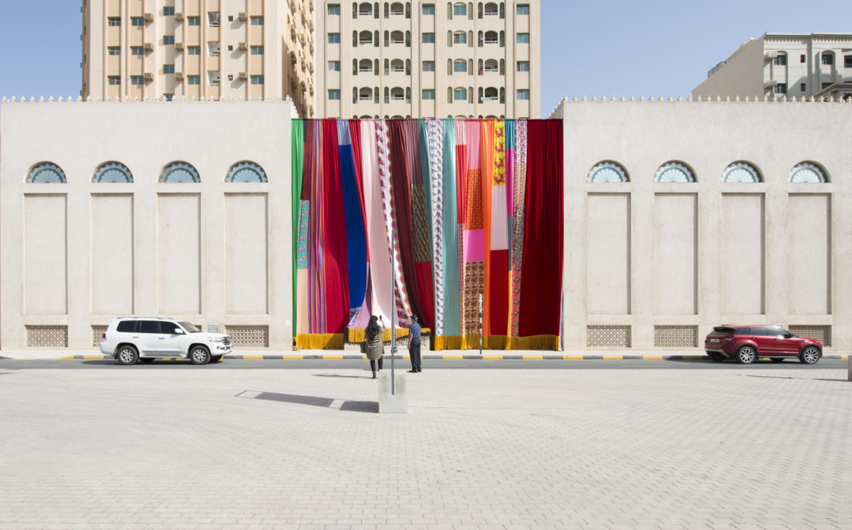 Joe Namy, Libretto-o-o: A Curtain Design in the Bright Sunshine Heavy with Love, 2017. Vorhang, Stereo Sound. Commissioned by Sharjah Art Foundation, Foto Sharjah Art Foundation