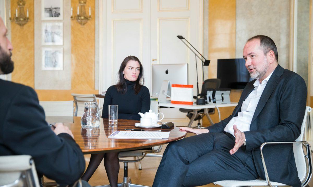 Am 18. April 2017 stellte Minister Thomas Drozda die Kommissarin der Architektur-Biennale Verena Konrad, Leiterin des Vorarlberger Architektur Instituts, vor.