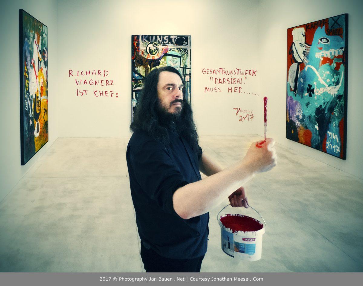 """JONATHAN MEESE. """"DE PAKT MIT RICHARD WAGNERZ (Gestattns': Die Hügeljanerz hebens' ab…)"""". Courtesy Galerie Krinzinger, Foto Jan Bauer"""