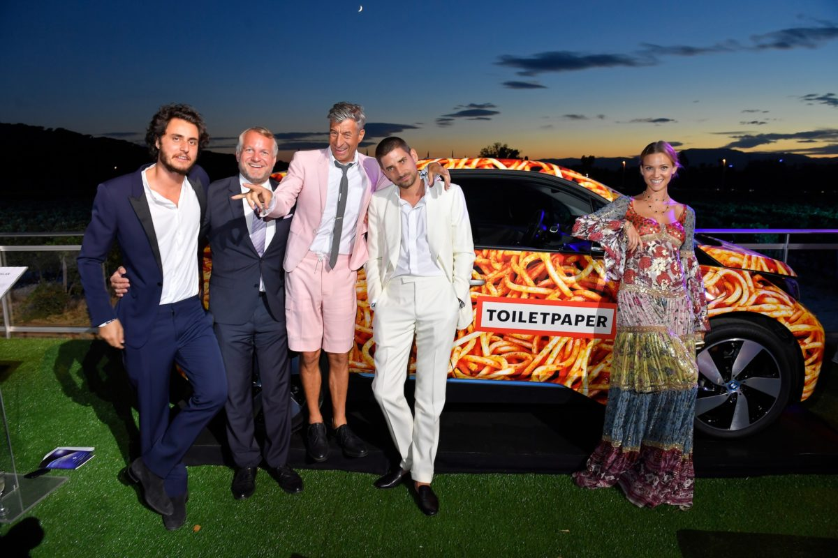 SAINT-TROPEZ, FRANCE - JULY 26: Thomas Girst (2ndL-R), Maurizio Cattelan, Carl Hirschmann and Fiammetta Cicogna at the Leonardo DiCaprio Foundation 4th Annual Saint-Tropez Gala at Domaine Bertaud Belieu on July 26, 2017 in Saint-Tropez, France. (Photo by Victor Boyko/Getty Images for LDC Foundation)
