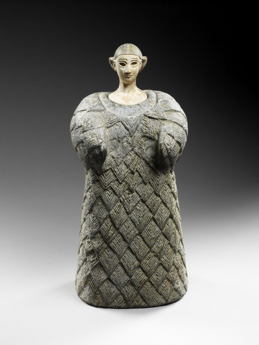 "Bactrian ""princess"" Central Asia, end of 3rd beginning of 2nd millennium BCE Chlorite (body and headdress), calcite (face) 25.3 x 11.5 x 9.5 cm Louvre Abu Dhabi, Abu Dhabi LAD 2011.024 © Louvre Abu Dhabi / Thierry Ollivier"