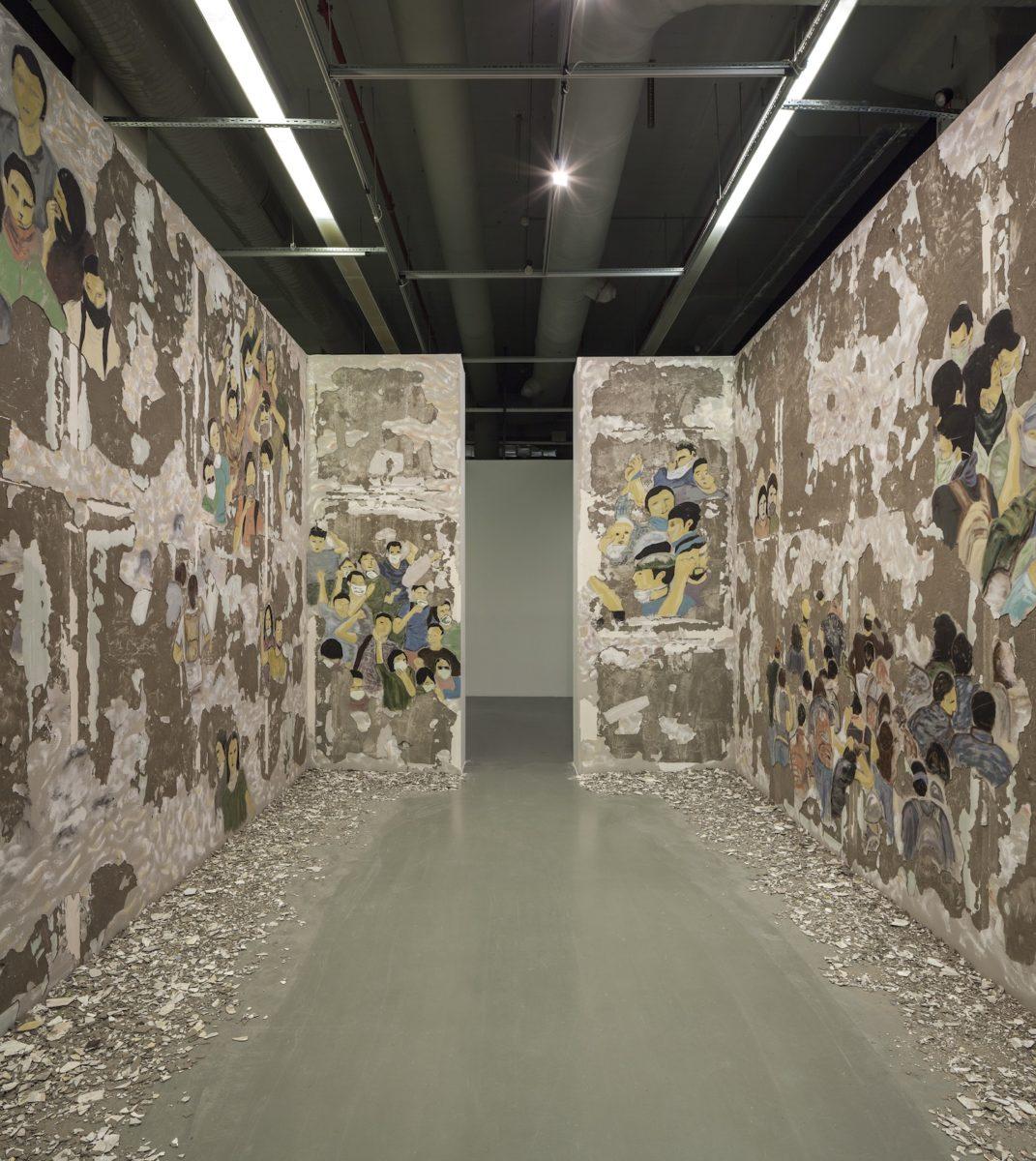 Latifa Echkch, Crowd Fade, 2017, Fresko. Courtesy Galerie Kamel Mennour, Kaufmann Repetto, Eva Presenhuber, Dvir Gallery. Foto Sahir Ugur Eren