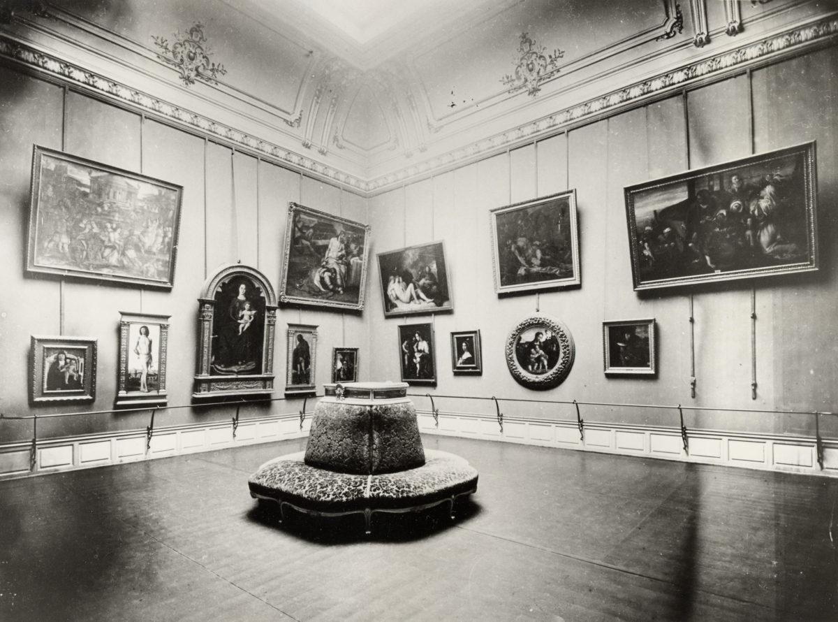 Vue d'une salle du musée des Beaux-Arts de Strasbourg vers 1900 © Musées de Strasbourg, Foto M. Bertola