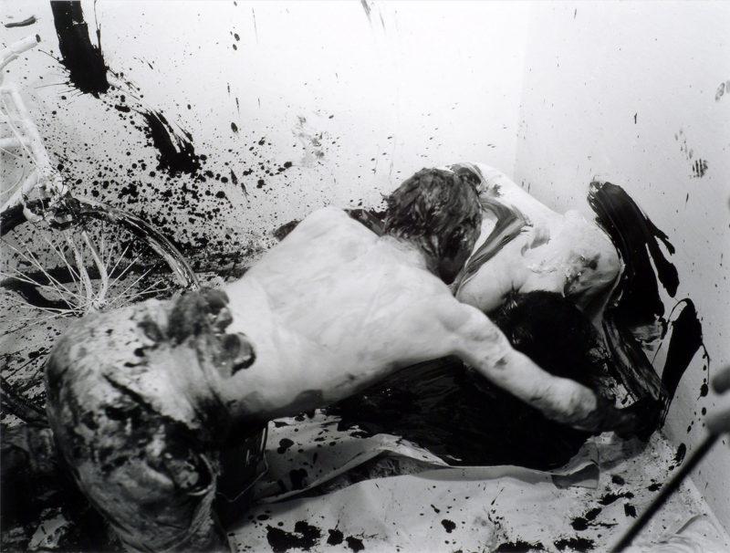 Günter Brus, Portfolio Ana IV, 1964/2004, SW-Fotografie. Foto Khasaq (Siegfried Klein), © Belvedere, Wien