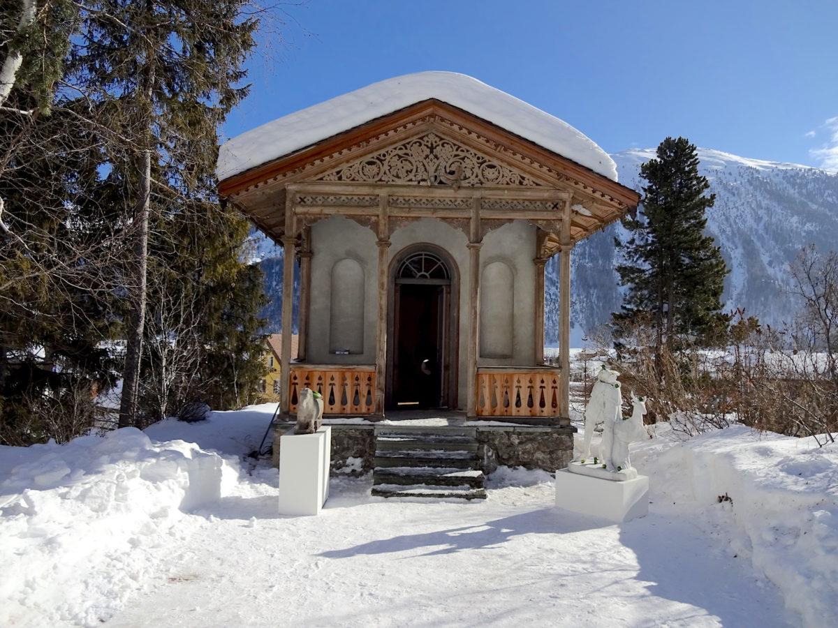 NOMAD St. Moritz, 2018, Galerie Marlborough Contemporary mit Skulpturen von Tony Martelli. Foto SBV
