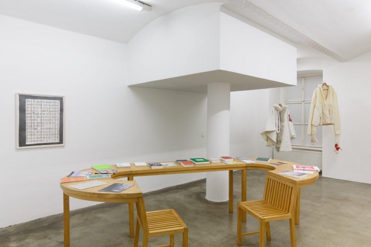 DAAD-Tisch, Christine & Irene Hohenbüchler, Courtesy Galerie Martin Janda, Foto Anna Konrath