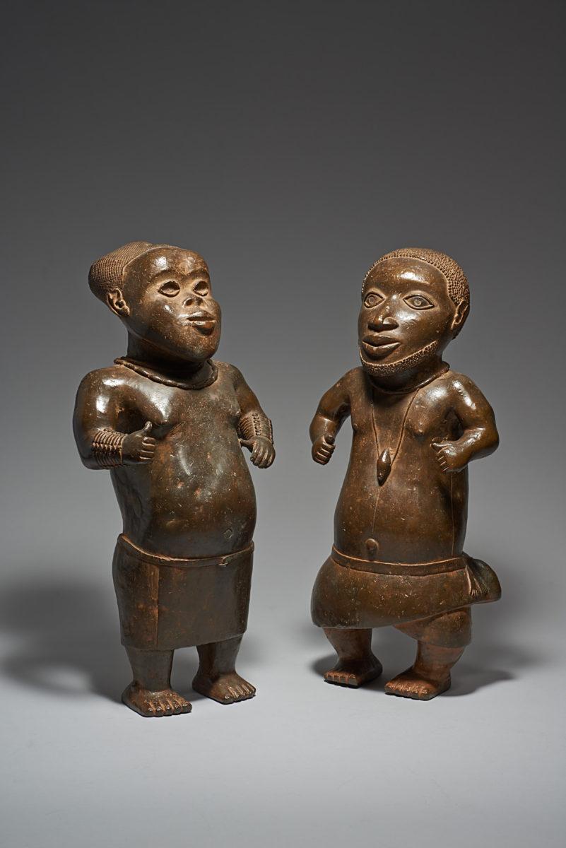 Zwei Hofzwerge, Königtum Benin, Nigeria. Weltmuseum Wien, KHM Museumsverband