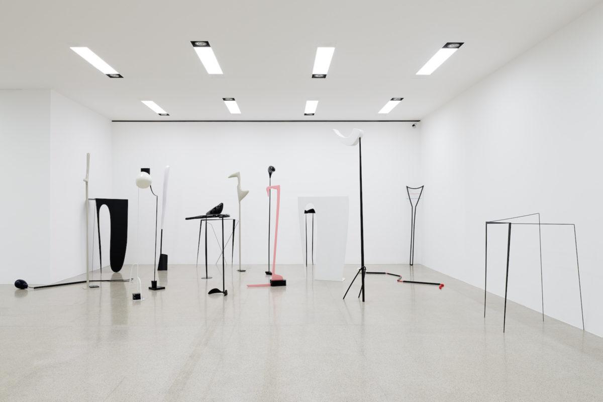 Nairy Baghramian, Klassentreffen, 2008 18 Skulpturen. Ausstellungsansicht mumok, 2018 Heins Schürmann Collection, Foto Christian Benesch © Nairy Baghramian