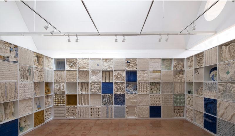 Amina Agueznay, Noise - Bruits 1. Installationshot Material Insanity, MAACAL, 2019