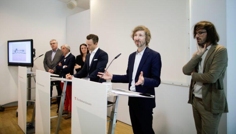 """Am 03. April 2019 fand Pressekonferenz zum Thema """"Architekturbiennale Venedig 2020"""" mit Bundesminister Gernot Bl¸mel (m.) statt. Foto Andy Wenzel"""