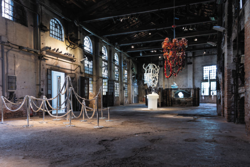 Glasstress 2019 - © Nikola Grozdanov, Ai Weiwei, Blossom Chandelier, 2017 (middle), Joana Vasconcelos, Rubra, 2016 (back, right)