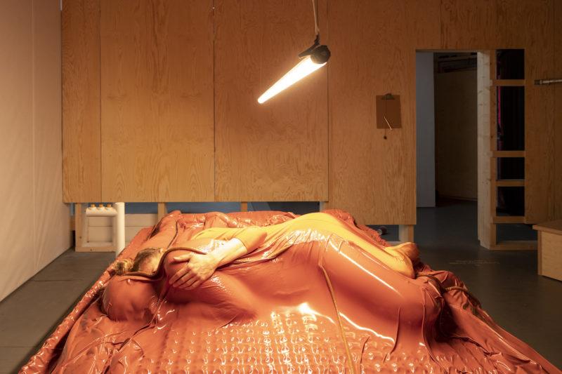 Compression Cradle, Lucy McRae. Holländischer Beitrag 22. Triennale di Milano. Photo: Daria Scagliola