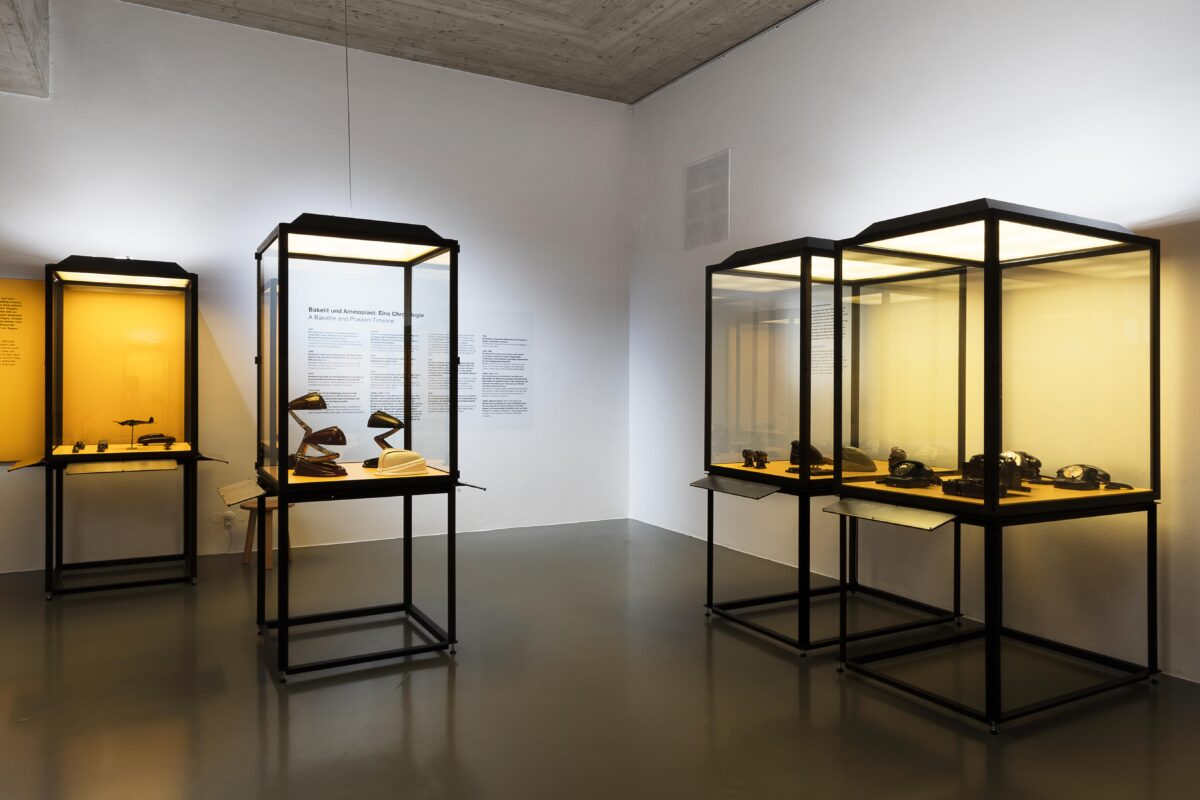MAK- Ausstellungsansicht, 2020. Bakelit. Die Sammlung Georg Kargl MAK DESIGN LAB © Aslan. Kudrnofsky /MAK