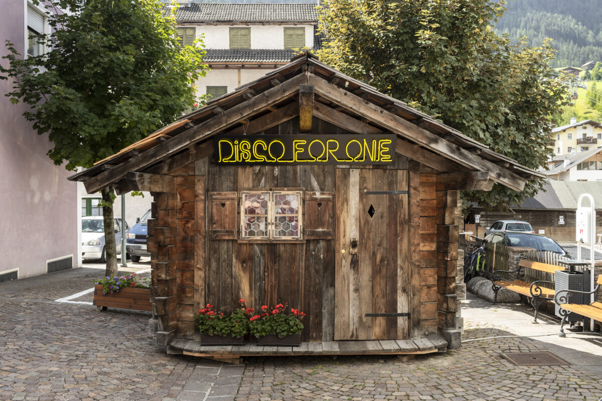 Maria Papadimitriou, Disco for one, Installation. Biennale Gherdeina 7, 2020
