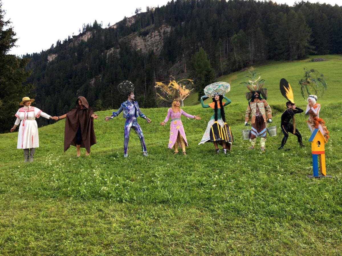 Paulina Orlowska, Slavic Goddesses and the Ushers, Performance beim Teatro Pilat, Biennale Gherdëina 7 2020 . Foto Erwin K. Bauer