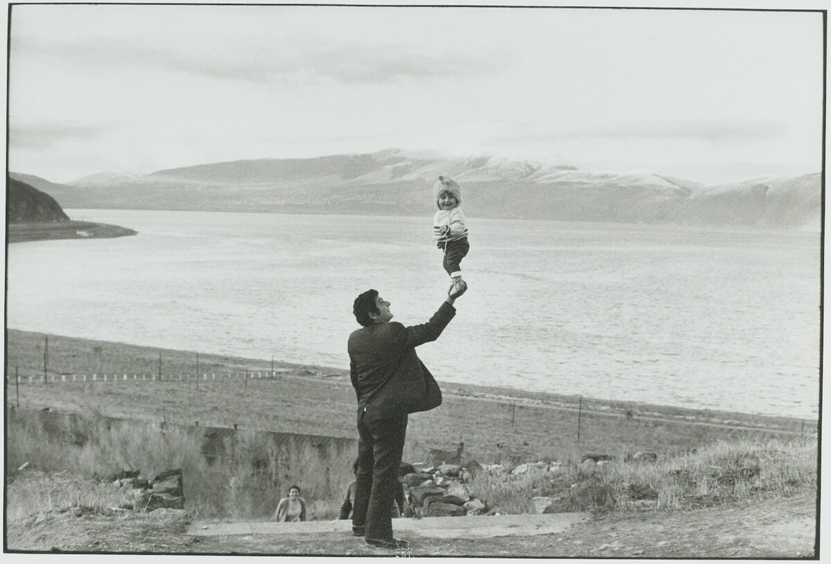 Henri Cartier-Bresson Lac Sevan, Arménie, URSS, 1972, épreuve gélatino-argentique de 1973 © Fondation Henri Cartier-Bresson / Magnum Photos