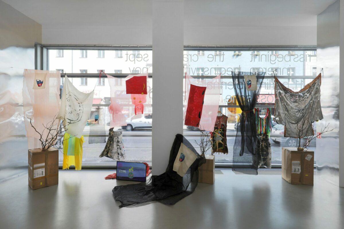 Delaine Le Bas, St Sara Kali George, 2020, Installation view, 11th Berlin Biennale, daadgalerie, 5.9.–1.11.2020. Courtesy Delaine Le Bas; Yamamoto Keiko Rochaix, London. Photo: Silke Briel