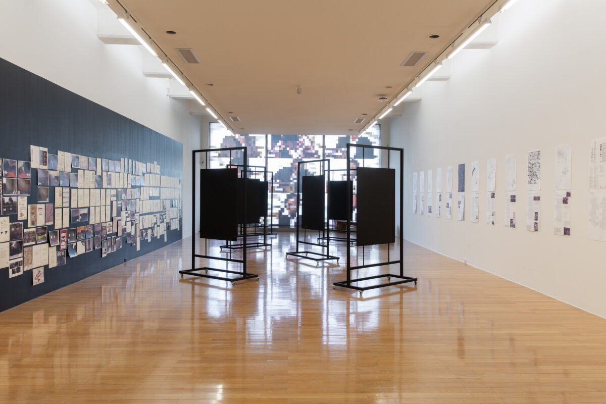 Franck Leibovici & Julien Seroussi, muzungu (those who go round and round in circles), 2016, magnetic paint, magnets, magnetic racks, laser prints on paper, felt-pens, varnish, mediators, dimensions variable. Courtesy of the Artist and Taipei Fine Arts Museum.
