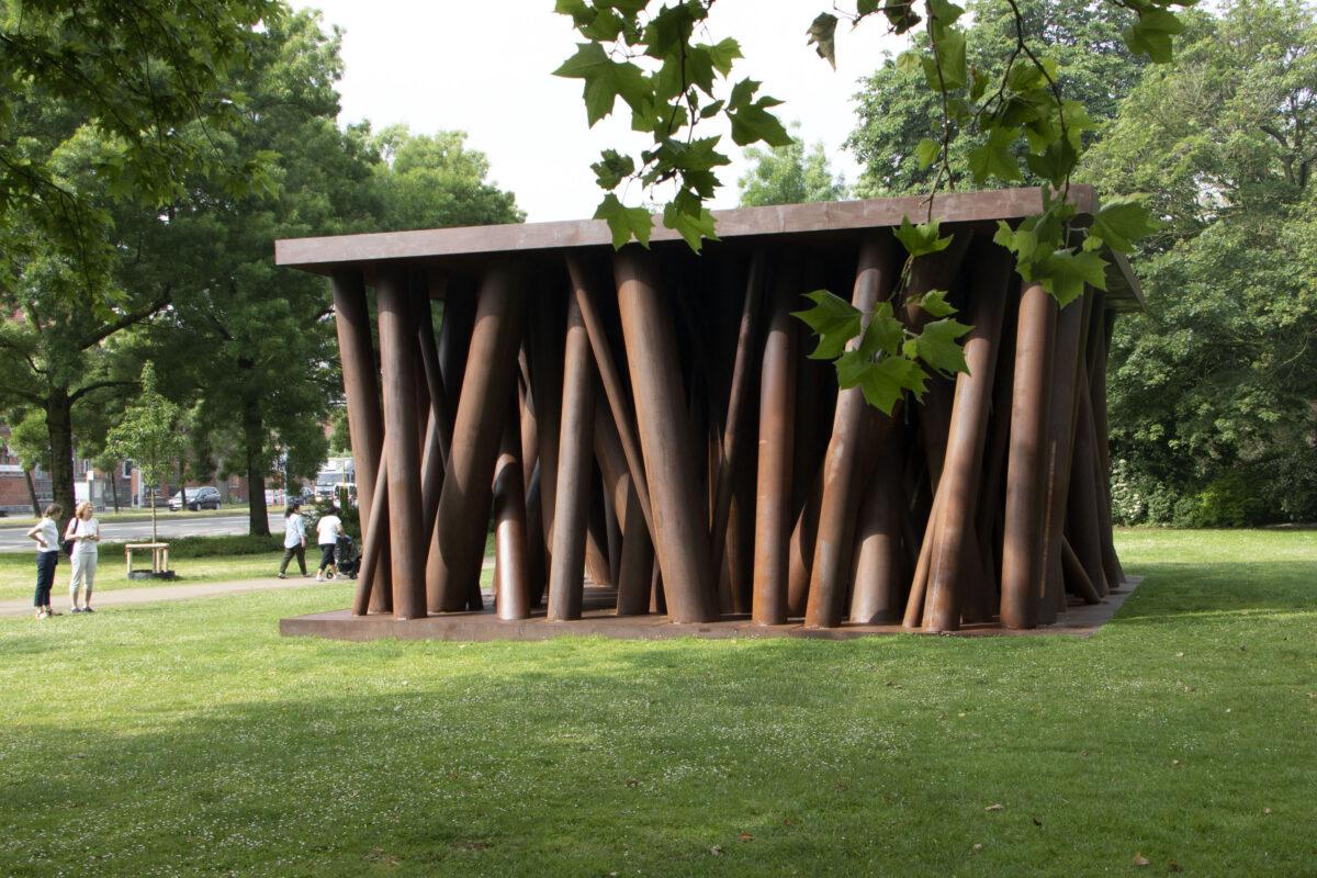 Gijs Van Vaerenbergh, colonnade, 3. Brügge Triennale 2021. Foto: Erwin Bauer